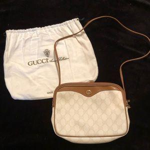 Authentic Gucci Shoulder bag purse w/ dust bag 👝